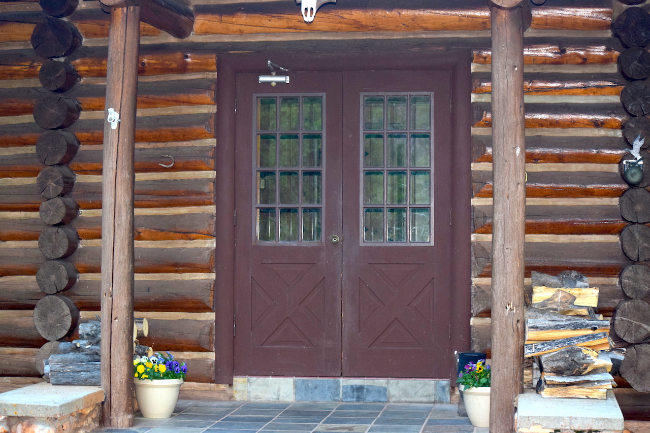 Pass Creek Ranch lodge entry